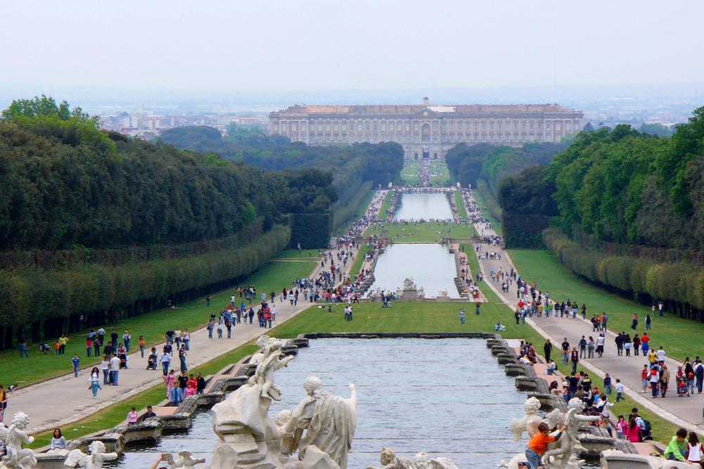ארמון קזרטה וגניו המרהיבים