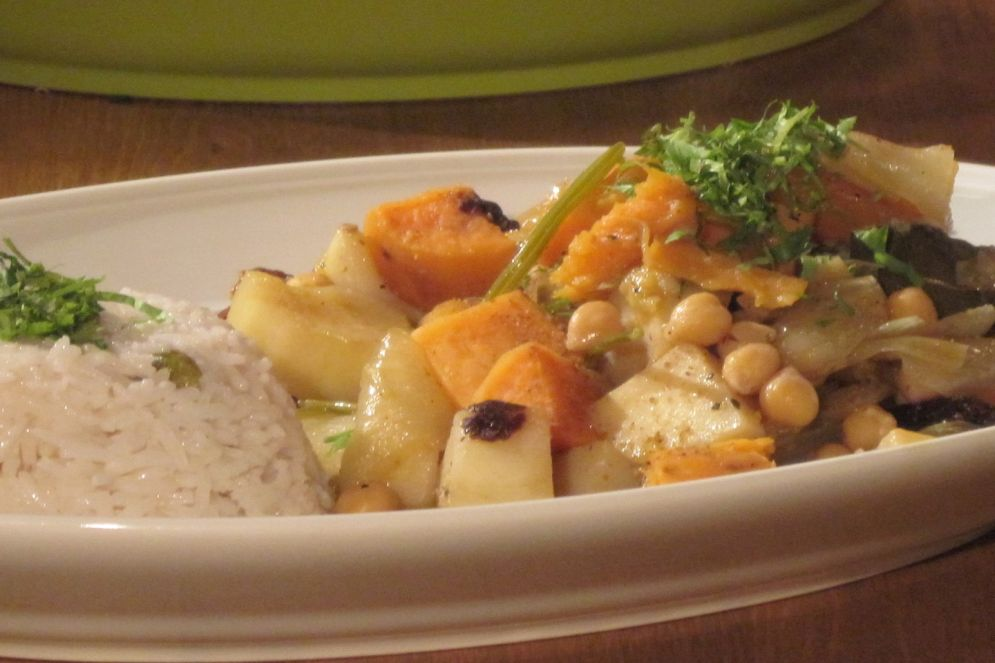 קדירת ירקות שורש וחומוס של פותנה ג'אבר – תבשיל צמחוני