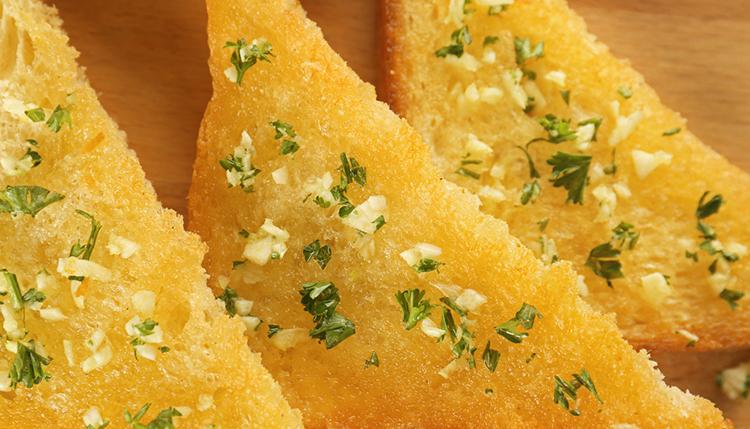 חמאה ביתית שום ועשבי תיבול של פותנה ג'אבר