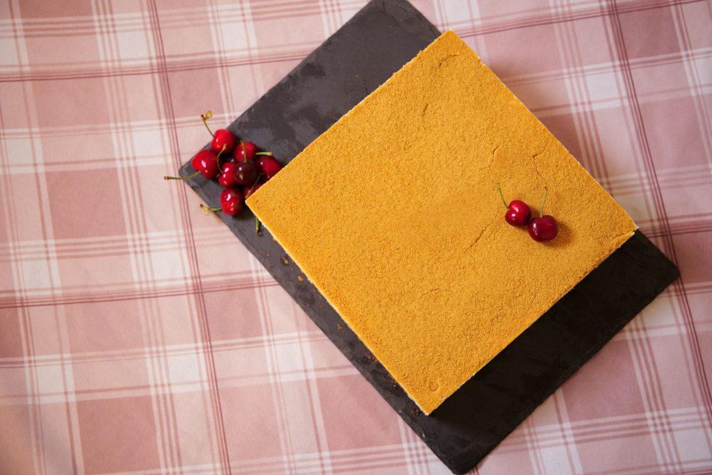 מדוביק עוגת דבש שכבות של מיקי שמו
