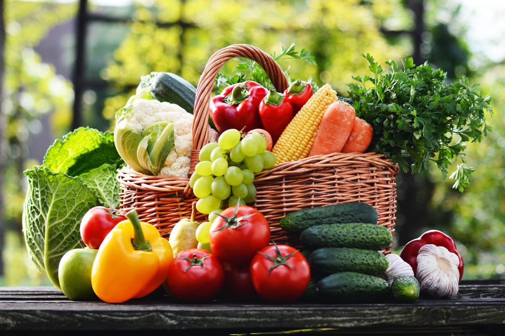 אחת ולתמיד: האם מומלץ לאכול ירקות ופירות אורגניים?