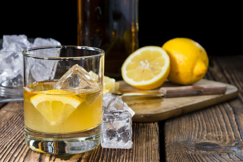 """ויסקי סאוור של """"שותה הכפר"""" אריאל לייזגולד: הקוקטייל הקלאסי"""