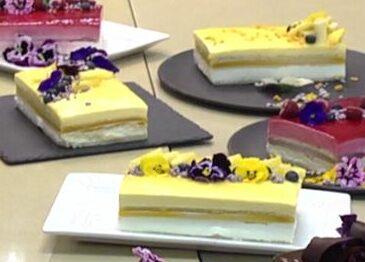 עוגת מוס פסיפלורה ושוקולד לבן עם ג'לי אננס-מנגו