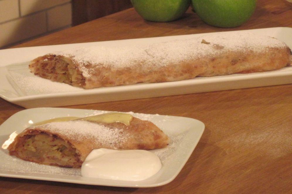 שטרודל תפוחי עץ עם רוטב וניל של גלית והנס ברטלה